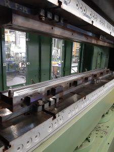 Voorbeeld matrijs in machine